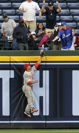 victorino catch.jpg